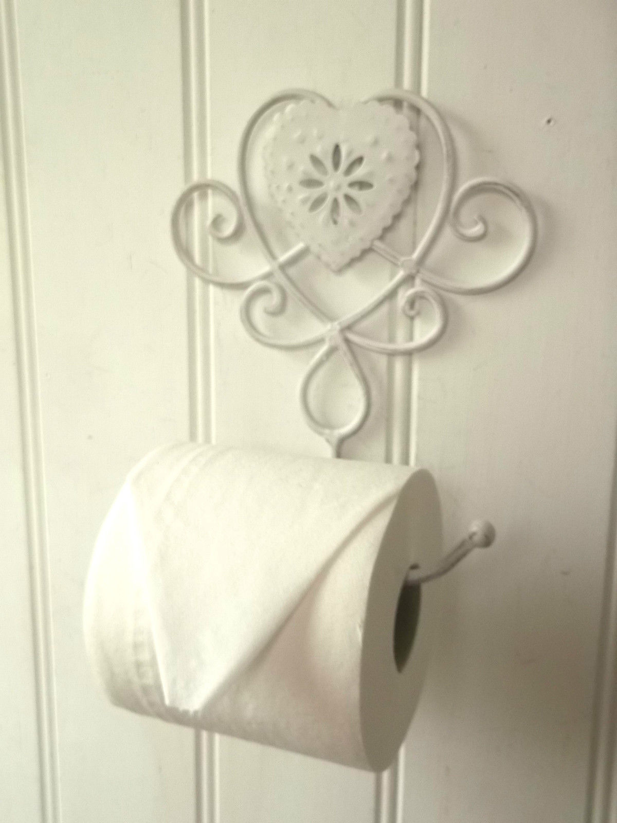 Shabby chic heart french vintage white wall mounted toilet for Toilette shabby chic