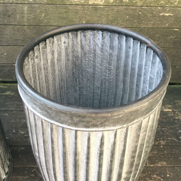 Vintage style grey zinc galvanised metal garden planter for Tin tub planters